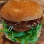 肉汁が凄い!札幌ご当地ハンバーガー「Black Sheep」のラム肉パティが旨すぎます